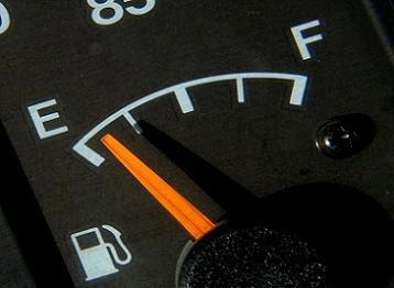 5 maneras curiosas de ahorrar combustible al conducir