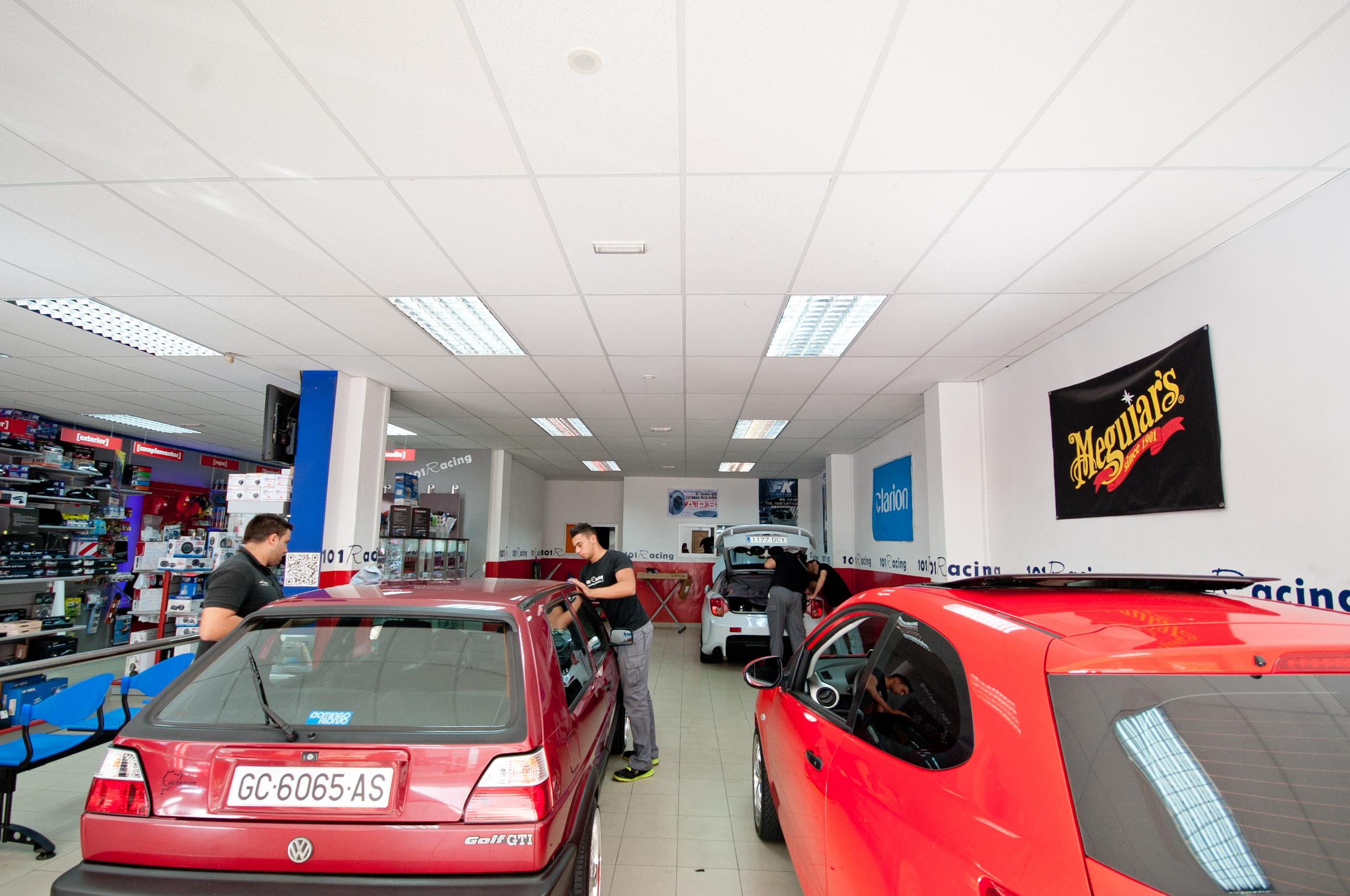 Zona taller y servicios en 101Racing