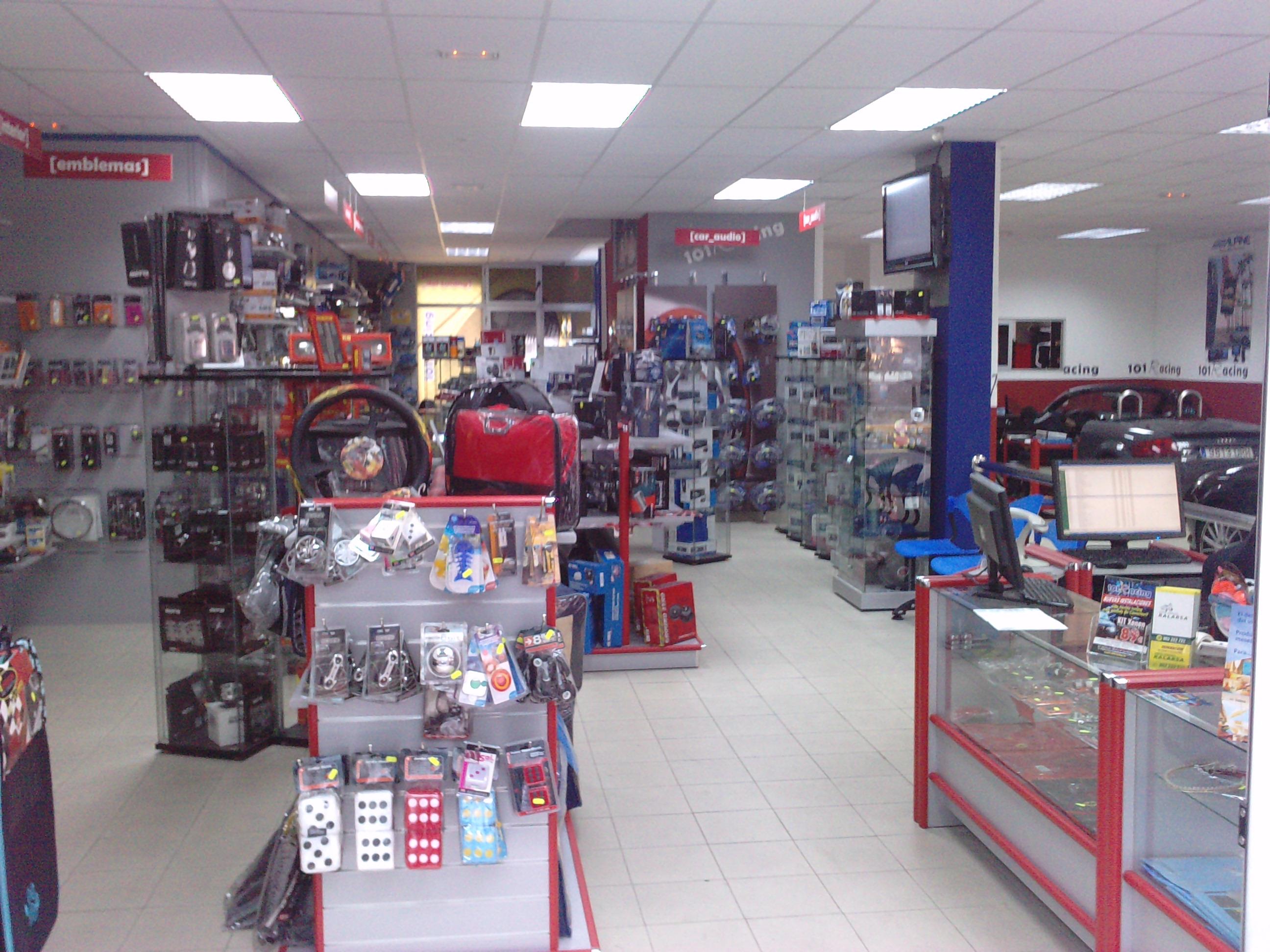Interior tienda 101Racing Las Palmas en Gran Canaria