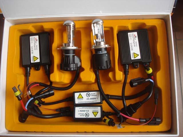 Ejemplo de Kit de Xenon: balastro digital, kit antierror y lámpara xenon.