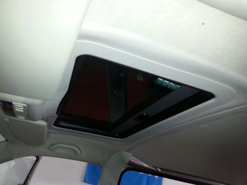 Detalle del interior con techo solar para VW Webasto Hollandia 300.