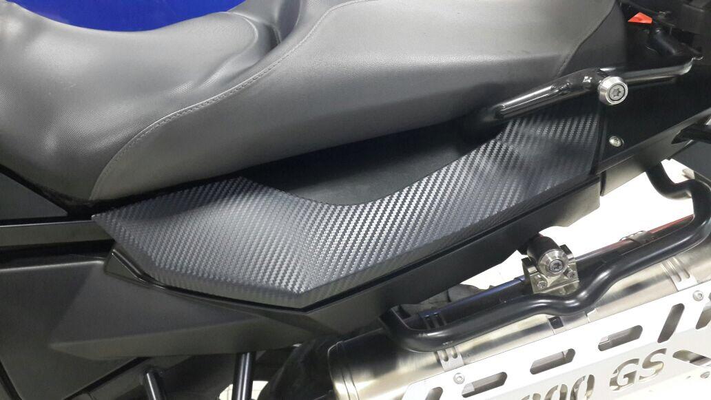 Bmw F800, una moto en vinilo de fibra de carbono 3M