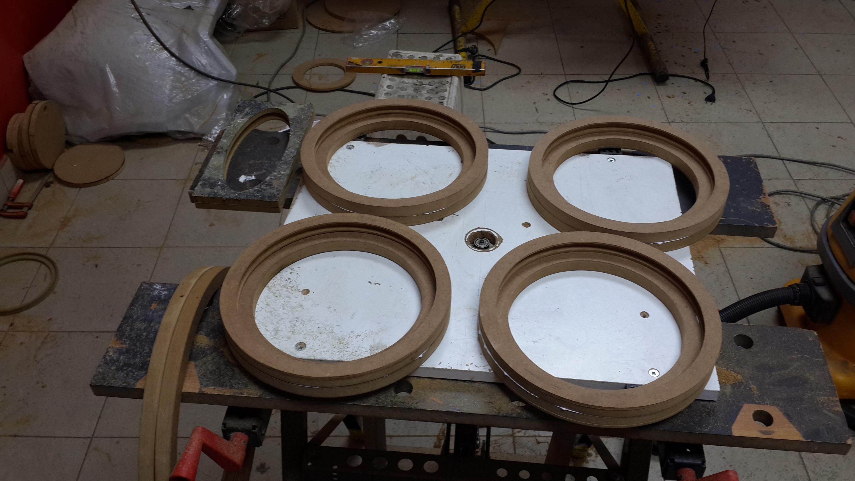 Fabricación de aros a medida para anclar los altavoces.