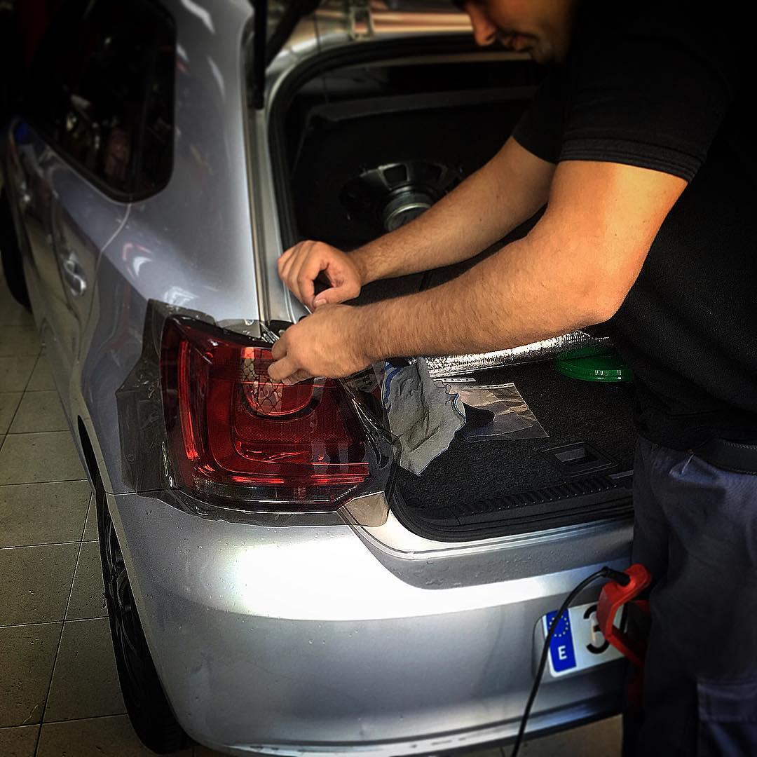 Oscurecimiento de los faros del coche delanteros o traseros - Como pulir faros de coche ...